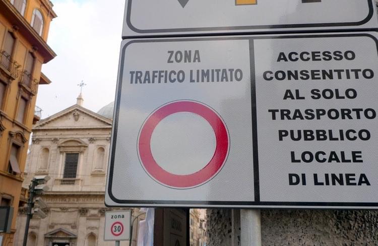Larawan ng Italy ZTL Zone Sign