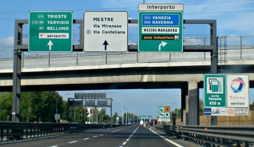 Photo of Italy Traffic Signs